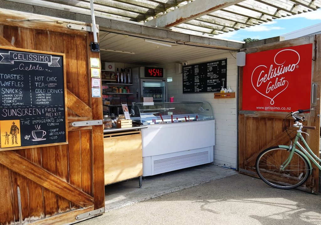 Gelissimo @ Freyberg is a modest little beachside kiosk with selection of popular gelati flavours.